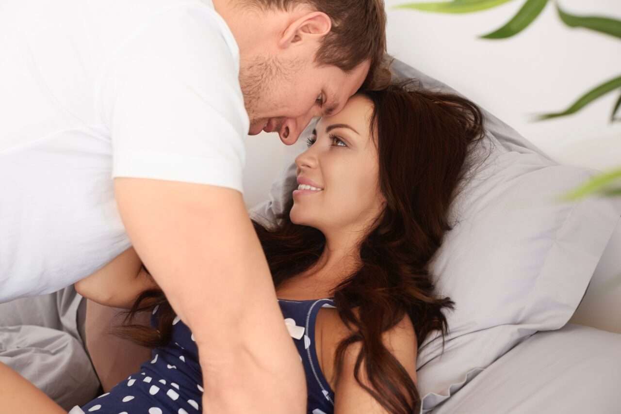 young couple_sexual attraction_tickle.life